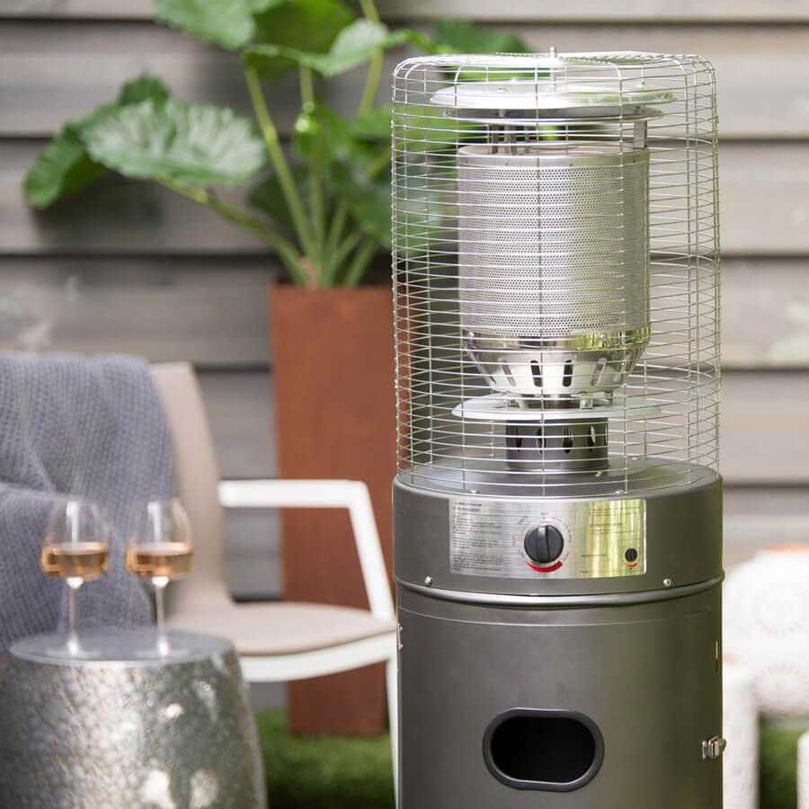 Varme-Patio-Lounge-Heater-Lifestyle